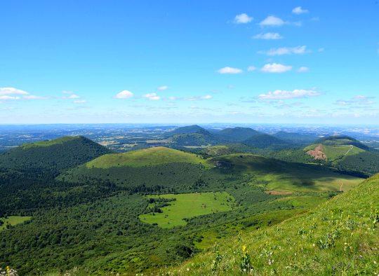 France - Parapente à la découverte des volcans d'Auvergne