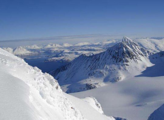 Norvège - Ski de randonnée au-dessus des fjords, dans les Alpes de Lyngen