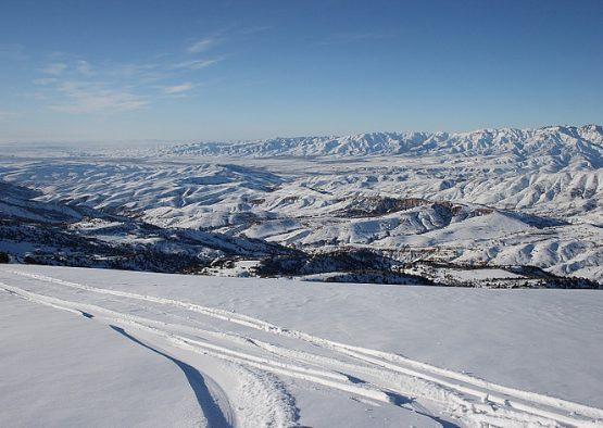 Ski de randonnée dans le massif de Chimgan - Les matins du monde