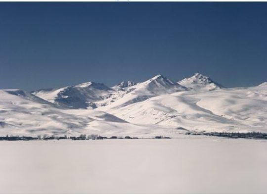 Ski de randonnée autour d'Erevan - Les matins du monde