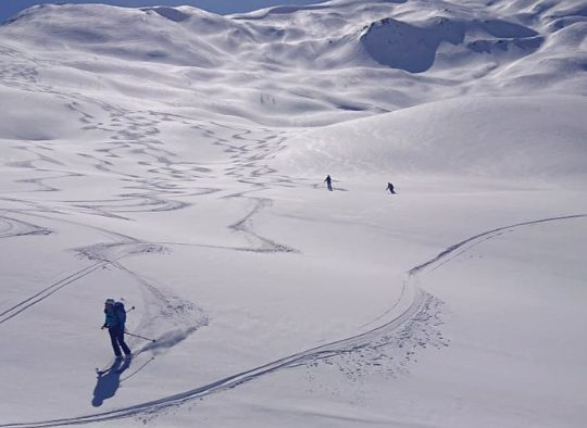 Ski de randonnée dans les montagnes géorgiennes - Les matins du monde